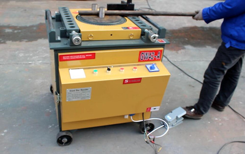 Automatic steel rod bender working